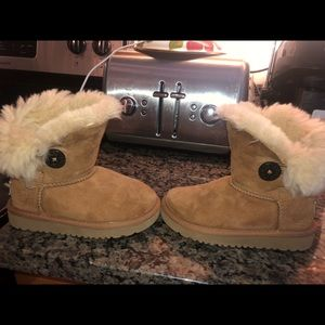 UGGS kids size 9